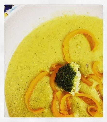 Aardappelbroccoli-soep met wortelen