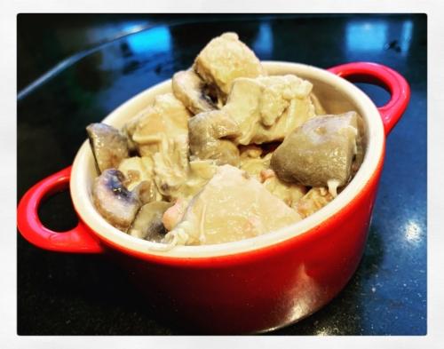 Kip met prei en champignonnen