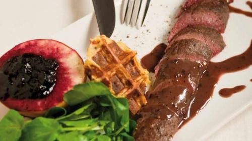 Hazenfilet Met Bruine Saus en Mosterd